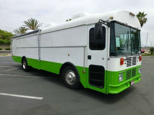USED 2004 THOMAS BUILT OTHER SAF-T-LINER COMMAND CENTER BUS