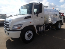 2014 Vacuum Tank Hino 268 Satellite Industries