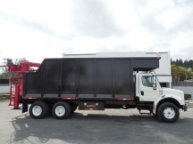 2005 Grapple Freightliner M2 112